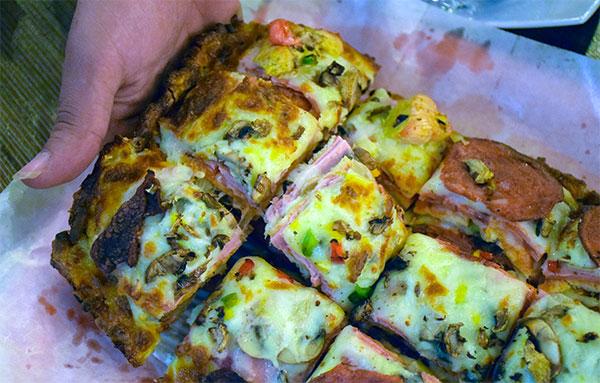 4 تیکه از این پیتزا برای سیر شدن هر نفر کافیه