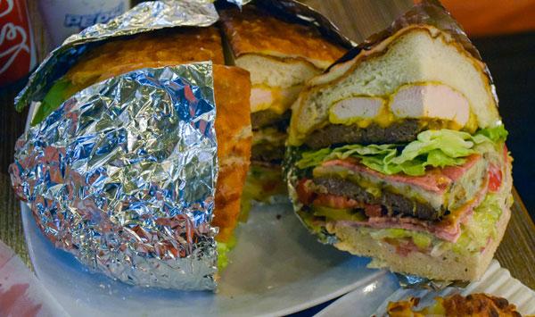 این ساندویچ بزرگ و پرملات برای 4 نفر کافیه
