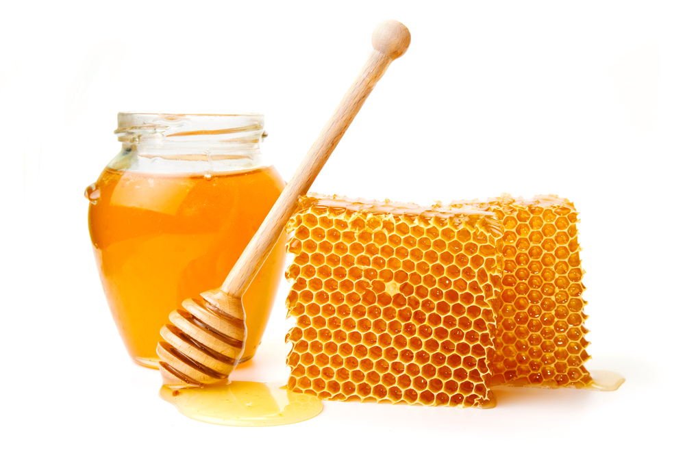 استفاده از عسل و وازلین برای درمان خشکی و ترک خوردن لب