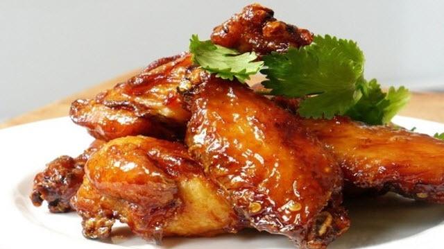 بال مرغ حاوی چه میزان کالری و پروتئین است ؟