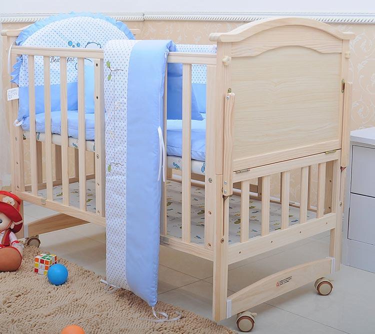 تخت نوزاد چرخدار