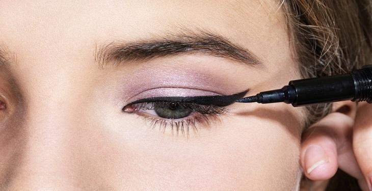 آرایش چشم و وسایل مورد نیاز
