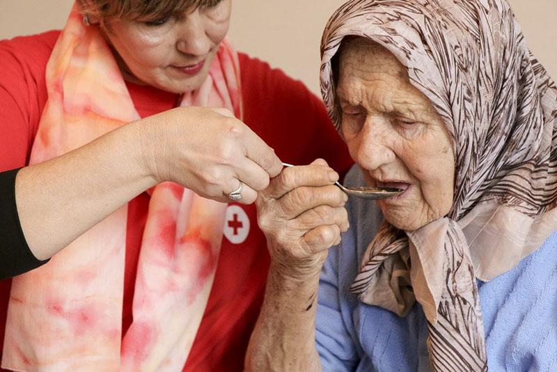چطور پرستار سالمند مناسبی انتخاب کنیم؟