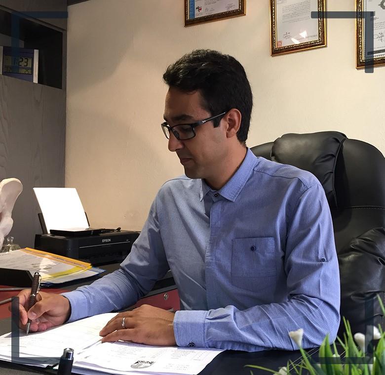 از دکتر گلشنی دکتری تخصصی حرکات اصلاحی کمک بخواهید
